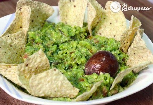 Cómo hacer guacamole casero, con una textura fantástica, como en México. Preparación paso a paso, vídeos, consejos y fotos.