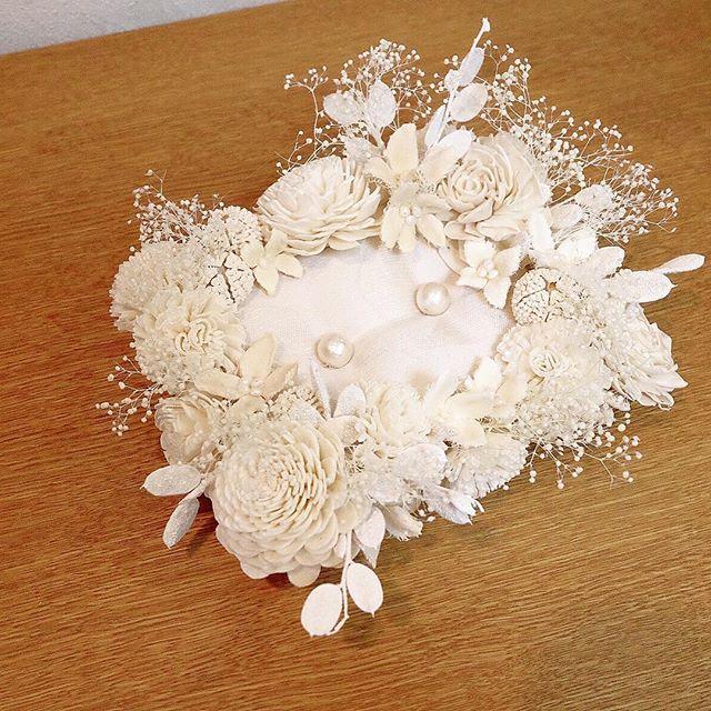 今日のワークショップ* もうすぐ結婚式の娘様の為に!とお母様にご参加頂きました。  テキパキびっくりのスピードで、ウエルカムボード、リングピローをお作り頂きました** ボリューミーな配置でとっても可愛らしい物が出来ましたー!! ありがとうございました** また近日中に参加の詳細up致します*  #kudk#flower#workshop#ワークショップ#結婚式#結婚式準備#プレ花嫁#wedding#bridal#結婚式準備頑張ろう#welcmebord#ウエルカムボード#リングピロー#ウエルカムボード作ります