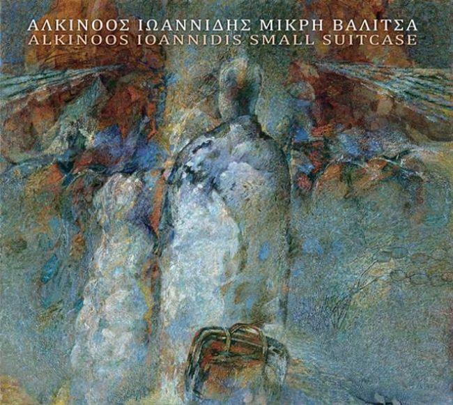 Αλκίνοος Ιωαννίδης «Μικρή Βαλίτσα» | Νέο Άλμπουμ Πέντε χρόνια μετά το τελευταίο του studio album, αλλά χωρίς να έχει λείψει καθόλου από τα μουσικά πράγματα όλον αυτόν τον καιρό, ο ξεχωριστός δημιουργός Αλκίνοος Ιωαννίδης επιστρέφει με έναν μοναδικό δίσκο που τιτλοφορείται «Μικρή Βαλίτσα»