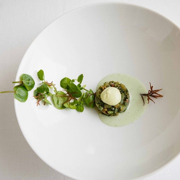 Michelin-starred restaurants and gastronomy in La Rioja. Enjoy the Echaurren Boutique Hotel experiences with Francis Paniego and the best Spanish dishes and wines. | Boutique Hotels Spain #plating #presentation
