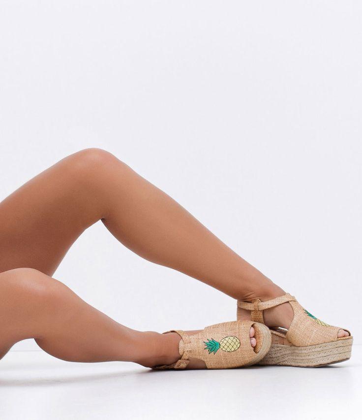 Sandália feminina  Salto Flatform  Bordado  Detalhe em corda  Marca: Satinato       COLEÇÃO VERÃO 2017       Veja outras opções de    sandálias femininas.          Sobre a marca Satinato   A Satinato possui uma coleção de sapatos, bolsas e acessórios cheios de tendências de moda. 90% dos seus produtos são em couro. A principal característica dos Sapatos Santinato são o conforto, moda e qualidade! Com diferentes opções e estilos de sapatos, bolsas e acessórios. A Satinato também oferece para…