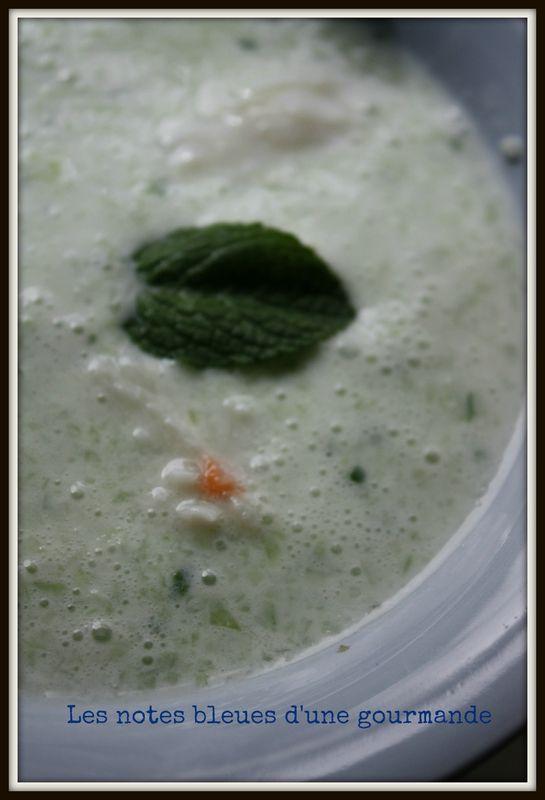 Soupe froide de concombre à la menthe et au crabe