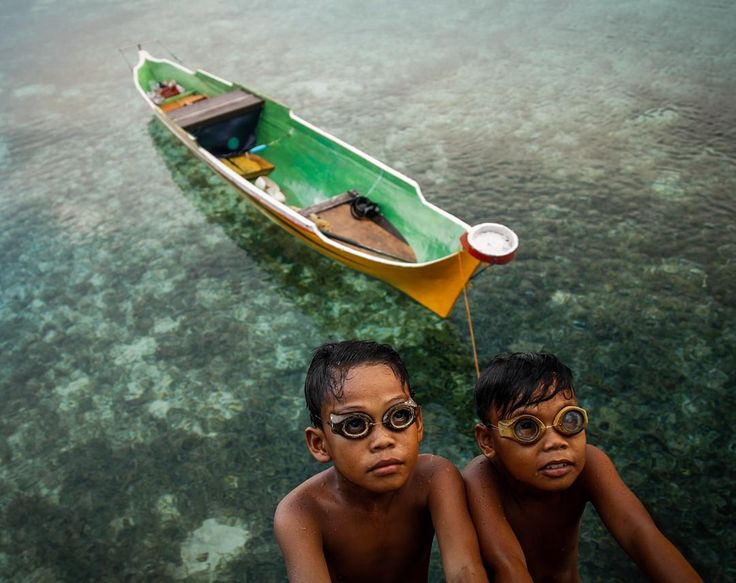 """Childrens of Bajo Tribe. Wakatobi, Southeast Sulawesi Province in Indonesia. @yusufahmadpix @bajotribe @#lensculture #bajautribe @wakatobisme @lensculture…"""