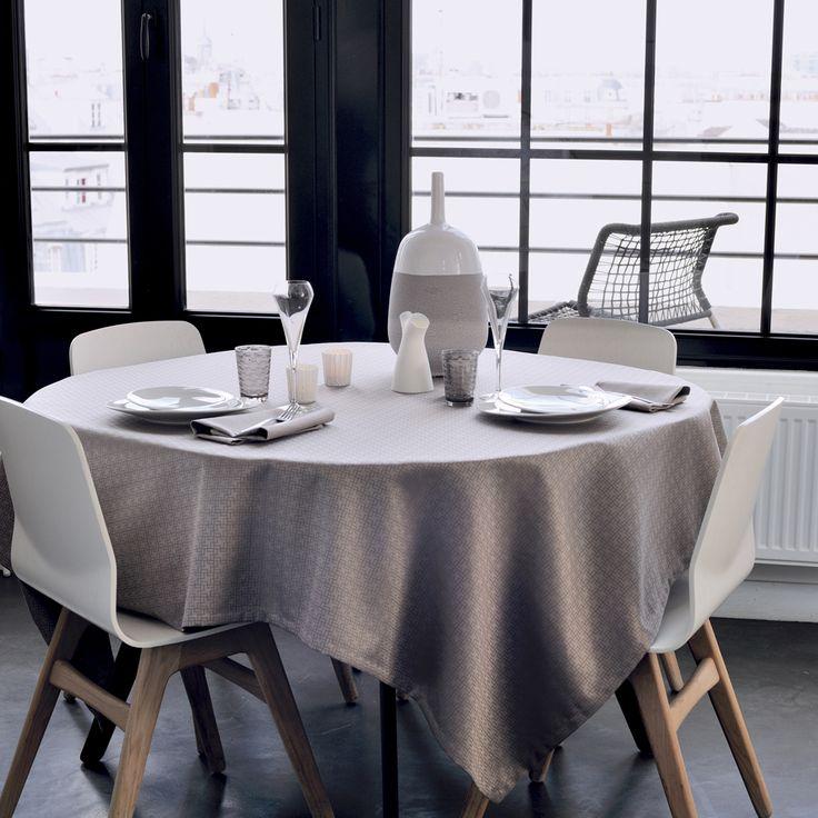 Garnier beherrscht wirklich die Kunst der Verbindung von Tradition und Moderne #garnierthiebaut #tischwäsche #tablelinens Garnier Thibaut does the modern-meets-traditional so well