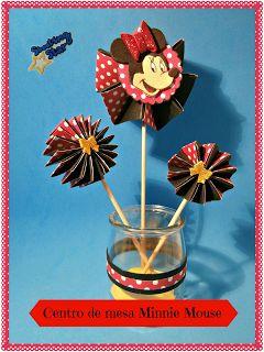Centro de mesa Minnie Mouse con flores de acordeón doble ~ Shooting Star Manualidades