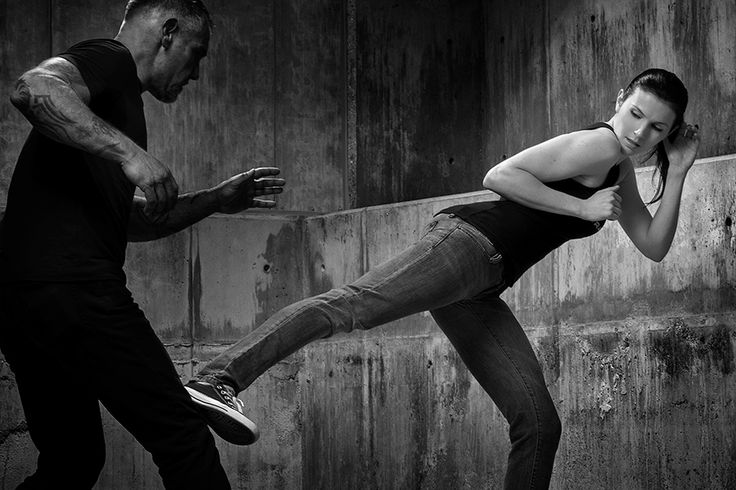 Krav Maga - O krav Maga não é considerado uma arte marcial e sim uma luta conhecida como defesa pessoal. Qualquer cidadão que possuir a vontade ou necessidade de autodefesa pode optar pelo Krav Maga. Essa defesa pessoal tem origem militar e pode ser praticada por qualquer pessoa independente de sua idade, sexo ou condicionamento físico.