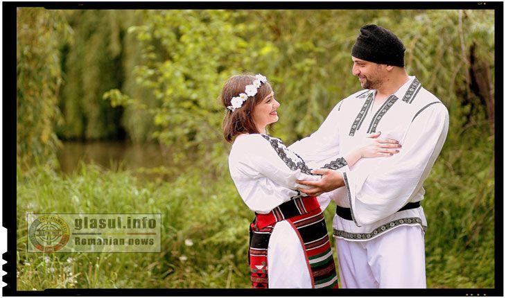 """ROMÂNII-UN POPOR DE BLAJINI Poporul român, în excelența sa este un popor de """"blajini"""" popor fiu al înaintașilor pelasgo-geto-daci! Am primit întotdeauna cu brațele deschise, pe orișicine! Acești """"orșicine"""" s-au dovedit a fi cu toții niște viermi, care au ros încetul cu încetul poporul nostru de """"blajini"""" ! Cine știe, poate că tocmai aici stă…"""