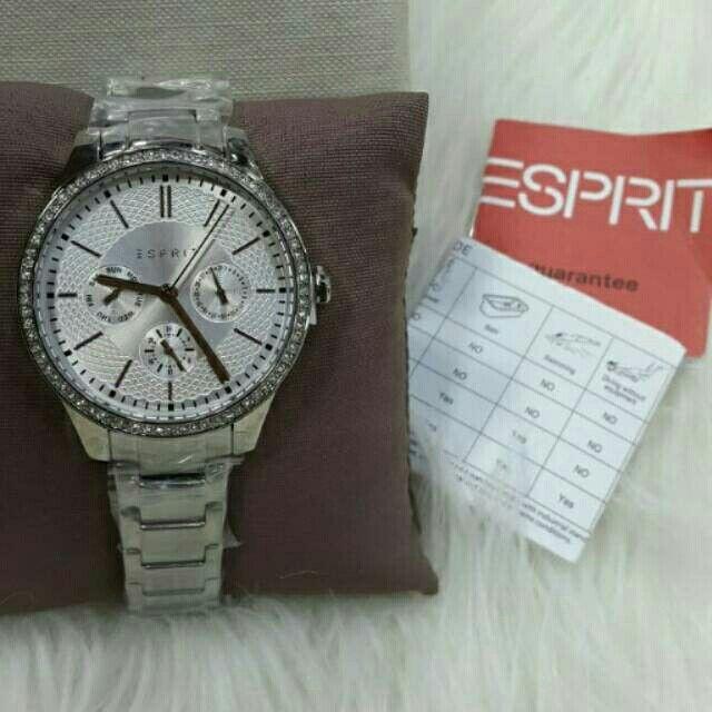 Saya menjual Jam Tangan Wanita Esprit ES107132004 Silver Rantai Original Murah seharga Rp1.420.000. Dapatkan produk ini hanya di Shopee! https://shopee.co.id/azshop30/216377236 #ShopeeID