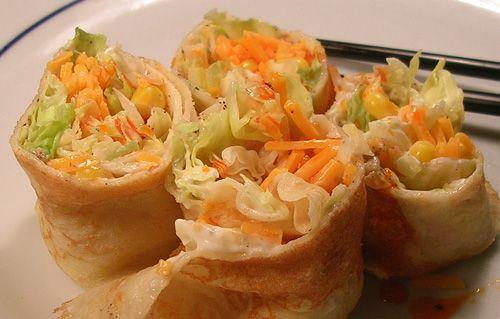 Une recette toute fraîche pour un buffet froid : crêpes roulées aux crudités, fromage frais et surimi ! http://www.aperibreizh.fr/buffet-froid/crepes-roulees-surimi-crudites-fromage.html