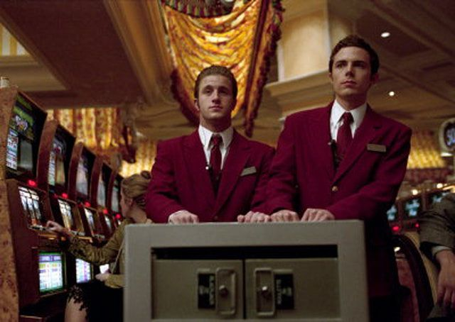 scott caan oceans 11 | Scott Caan as Turk Malloy and Casey Affleck as Virgil Malloy in Warner ...