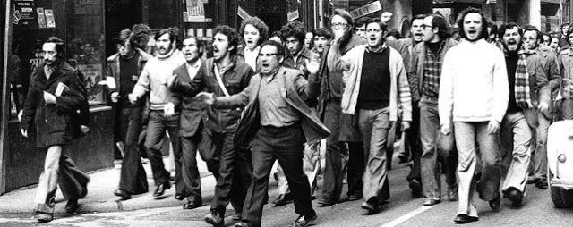 Dècada dels anys 60. La poesia de tradició realista. Als anys seixanta es va donar un gran debat que enfrontà l'estètica de tradició simbolista amb una altra que concebia la literatura com un model de compromís polític, al servei de la lluita contra la dictadura. Com podem vore a la foto, la intensitat de les vagues i les reivindicacions obreres van anar augmentar al llarg d'aquesta dècada.