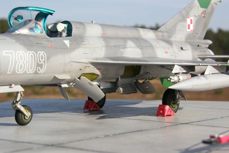 MiG 21 MF 1:48 Scale Model