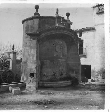 Font monumental d' Agramunt :: Fons fotogràfic Salvany (Biblioteca de Catalunya)