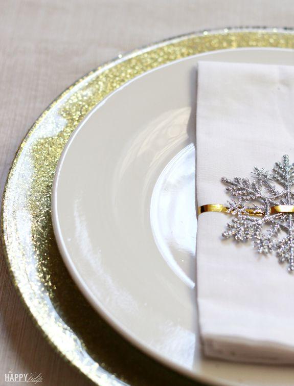 #DIY gold glitter dollar store charger plates. Yesssssss! {via @amyhilger} /ES