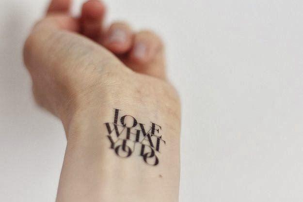 Les 25 meilleures id es de la cat gorie tatouages de poignet int rieure sur pinterest douleurs - Tatouage derriere oreille douleur ...