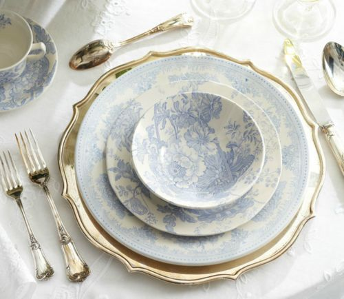 : Ralph Lauren, Tables Sets, Plates, Blue, Gold Chargers, China Dishes, White Dishes, Places Sets, Elegant Dining