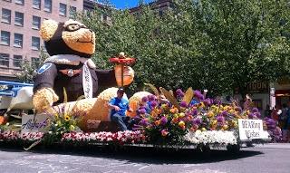 Portland's Rose Festival & the Grand Floral Parade #Portland #PDX #Travel #Oregon #RoseFestival