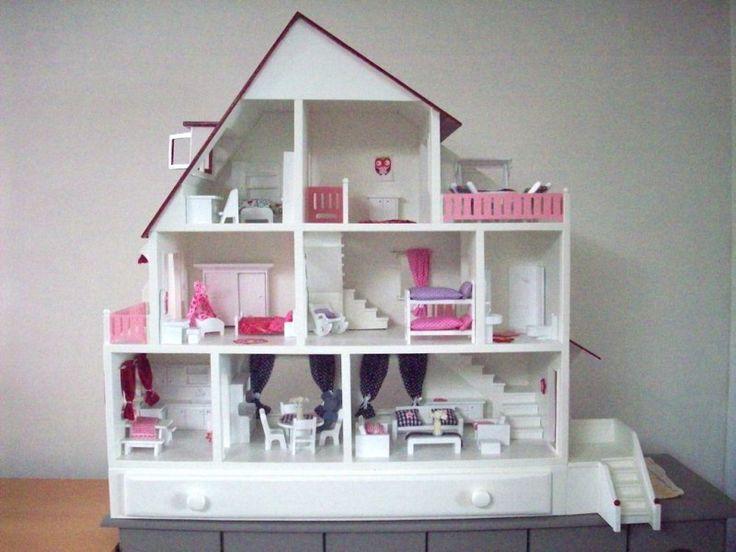 Ik wilde een poppenhuis maken voor mijn dochter. Zo een die meerdere generaties meegaat. Lees mijn bouw ervaring + een bouwtekening, klik hier: