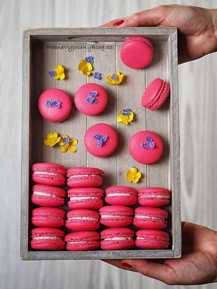 Malinové makronky - Raspberry macarons www.peknevypeceny...