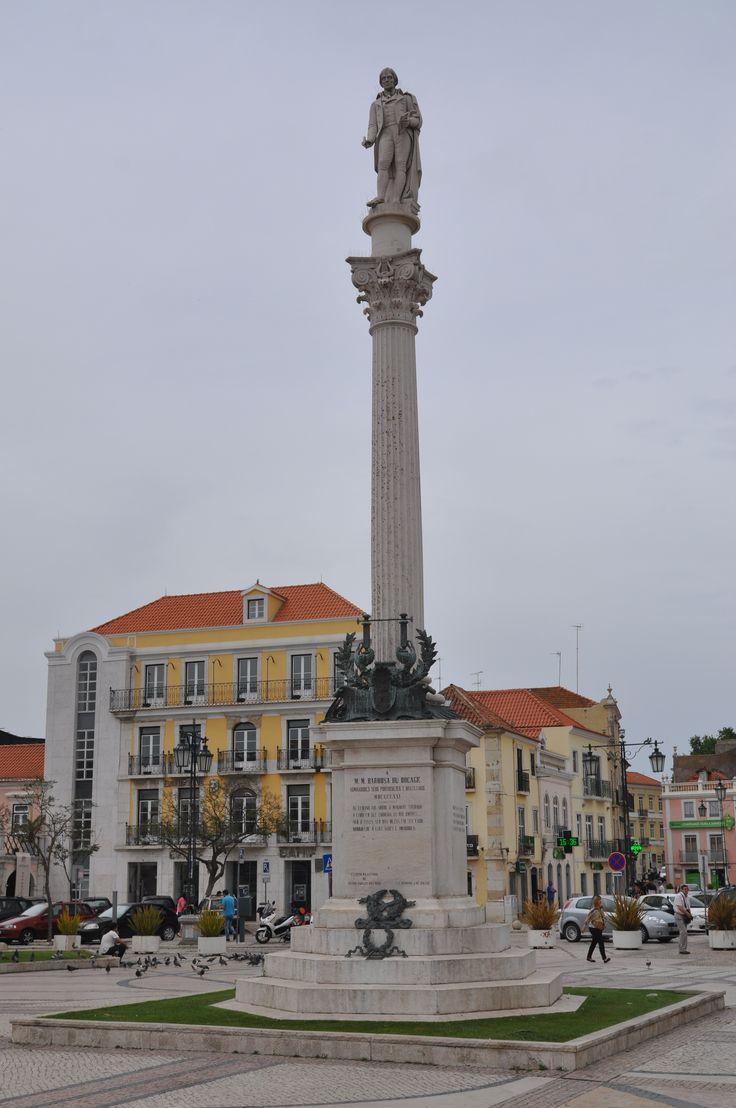 Estátua do Bocage na Praça do Bocage em Setúbal.