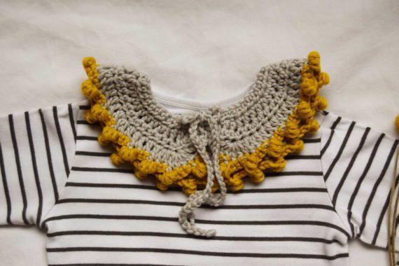 Gehaakte kraag met bobbel trim voor baby / peuter.  Merinoswol.  Beige met mosterd gele kleur trim. Handgemaakte kind accessoire.