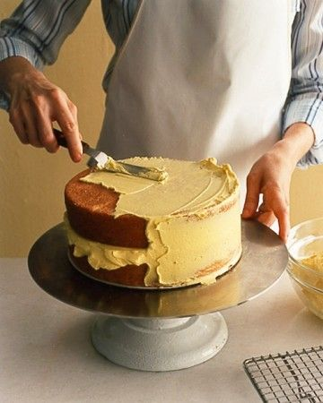 How to assemble a layer cake
