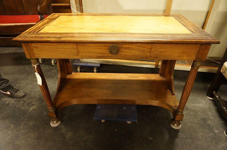 Приставной стол  Год: 19 век  Ширина:112 см Высота:77 см  Глубина:62 см  #стол #антиквариат http://antikvariat-vintage.ru