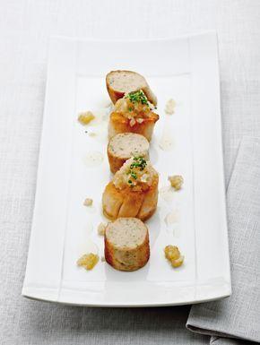 """Het lekkerste recept voor """"Sint-Jakobsvruchten met witte pens en bieslook"""" vind je bij njam! Ontdek nu meer dan duizenden smakelijke njam!-recepten voor alledaags kookplezier!"""