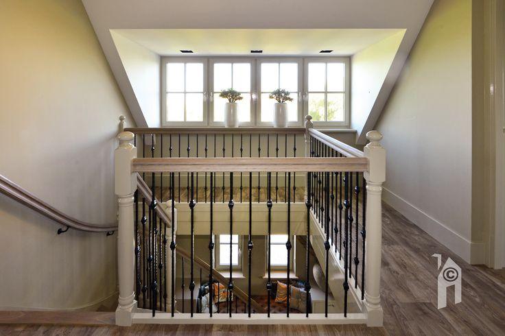 Er zijn drie woonlagen, schitterend trapportaal