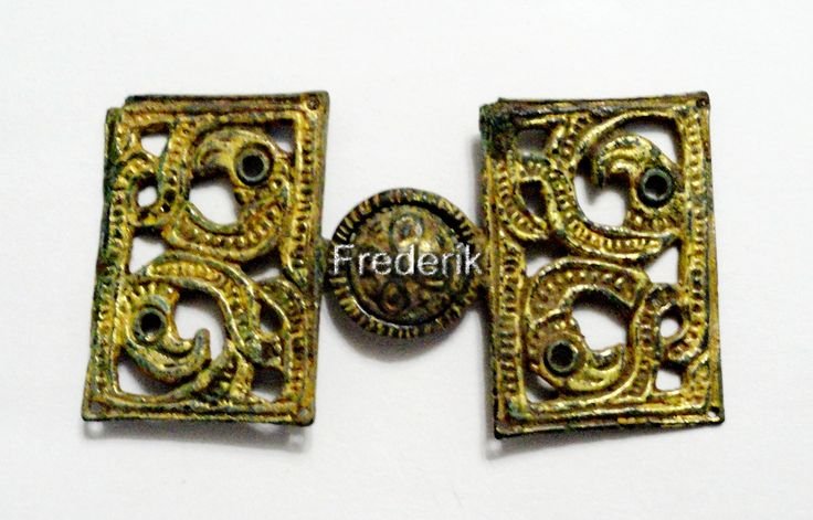 Rare gold-plated buckle with GRIFFINS.