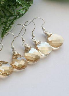 Bridesmaid earrings. lovely! diy