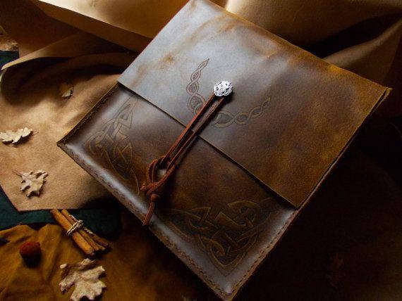 Leather Messenger's Bag  Mereth en Draugrim OOAK by ErinyesAlecto, €200.00