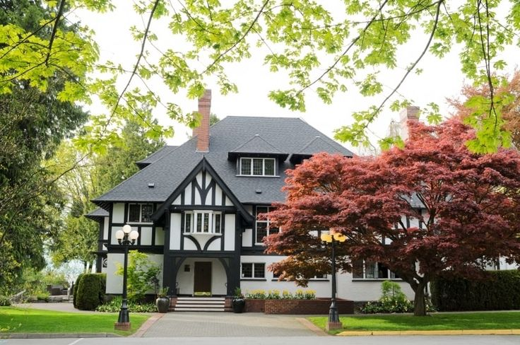 Brock House Restaurant is a Vancouver-based restaurant venue that specializes in hosting wedding and other special events. This lovely heritage mansion is situated in a prime location that overlooks both the North Shore Mountains and the Pacific