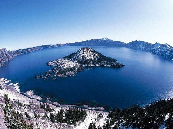 El Lago Crater, en Oregon, Estados Unidos. Se formó hace unos 150 años por el colapso del volcán Monte Mazama.