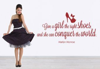 Ankleidezimmer! Deko Zitat Marilyn Monroe - Give a girl the right shoes and she can conquer the world
