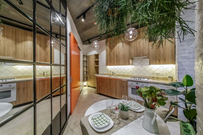Нью-йоркский дворик: дизайн треугольной кухни 13 кв. м.
