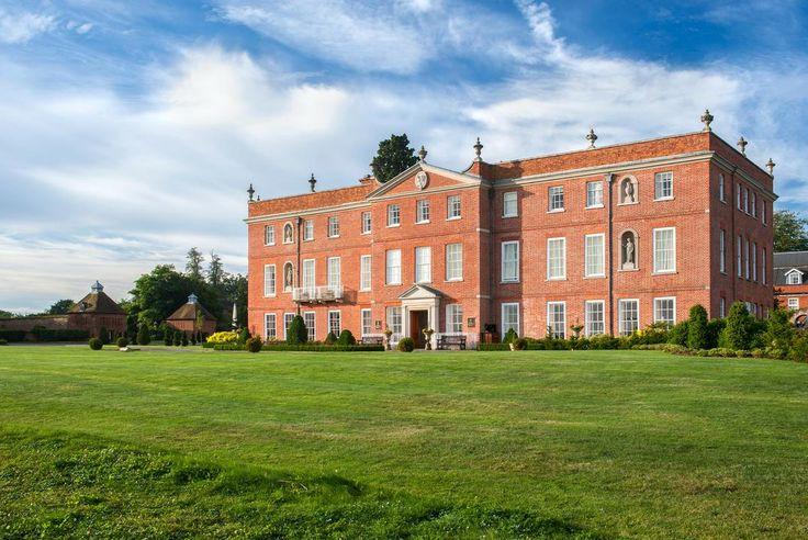 Four Seasons Hotel Hampshire is a perfect wedding venue in Dogmersfield, Hampshire, South East England. #weddingvenuehampshire