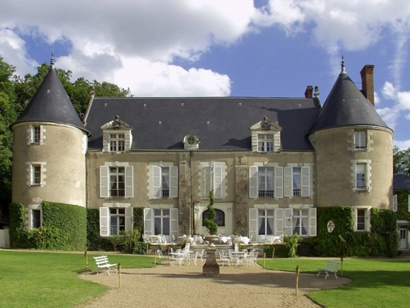 We Want To Go To There: 8 Affordable Castle Hotels Chateau de Pray – The Frisky