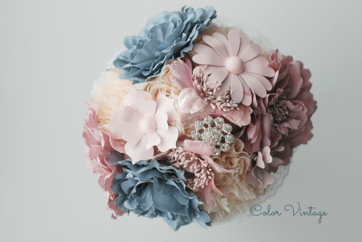 Bouquet de Flores de tela y broches.