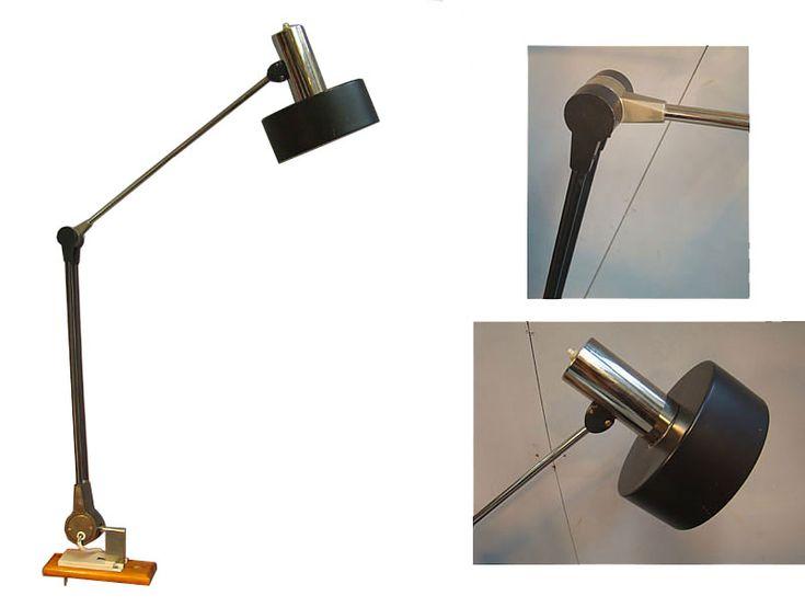 LAMPE MURALE ARTICULEE EN METAL LAQUE ET METAL CHROME VERS 1960