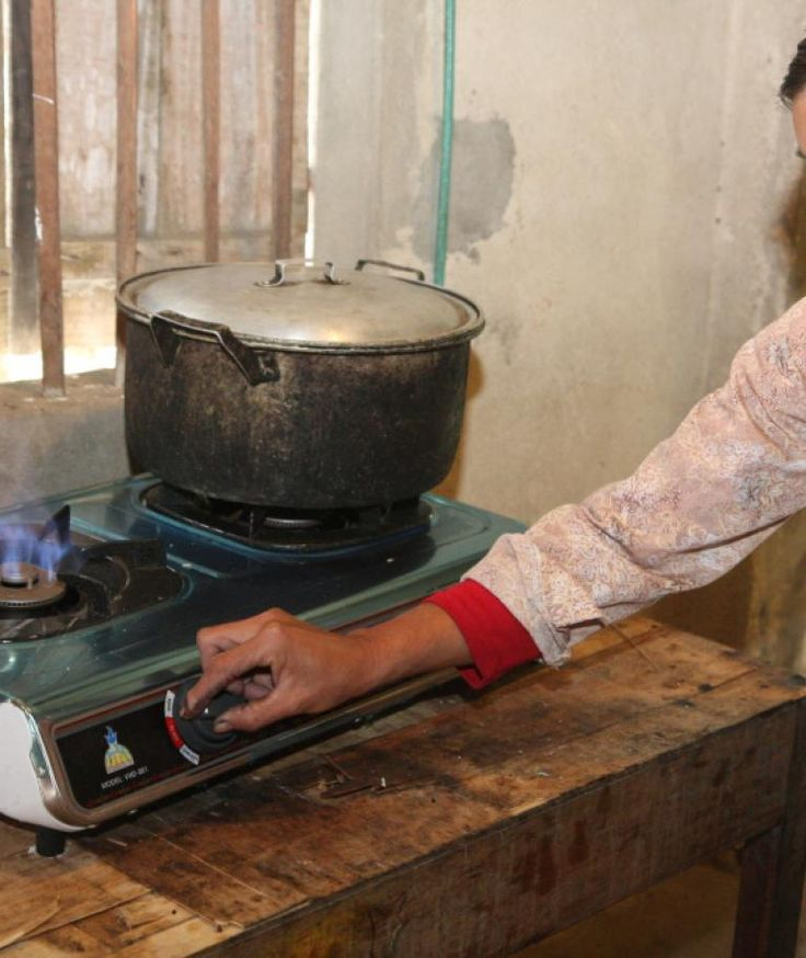 The project supports the installation of biogas systems across Vietnam replacing wood and fossil fuels for household waste from cattle and pigs.