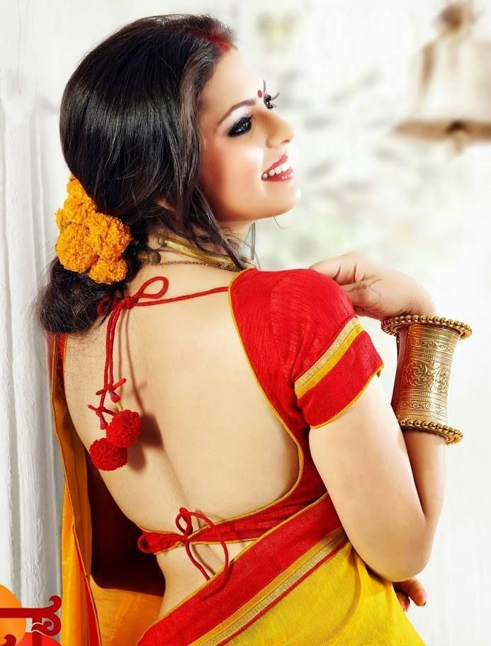 Hot and sexy TV Actress frommadhubala serial drasthi dhami navel saari pictures and wallpapers