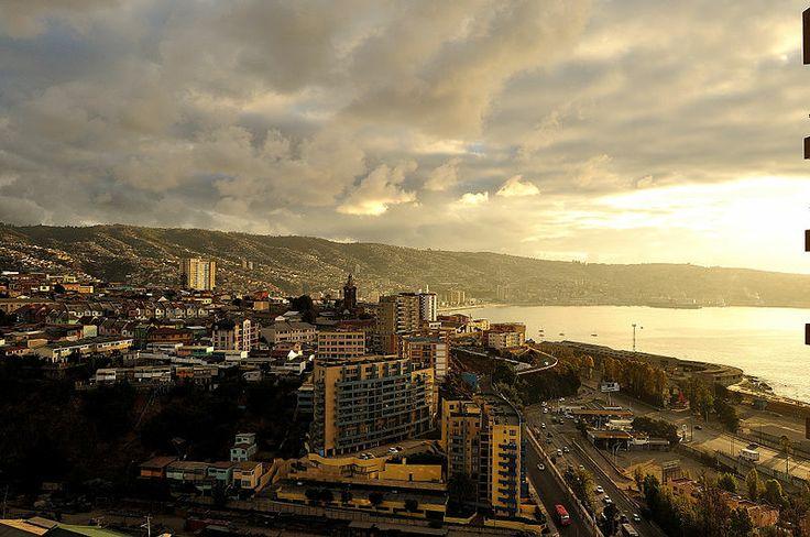 File:Valparaiso desde Los Placeres.JPG