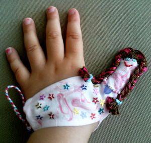 poupée de pouce pour arrêter de sucer son pouce! Ruthie might be a little old for this but it's pretty cute!