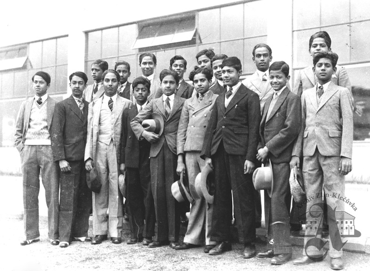 Baťa School of Work - a group of Indians, 1933