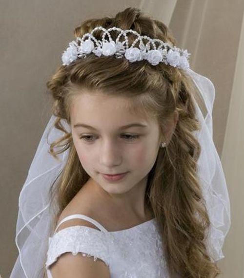 Escoger el peinado para la primera comunión de las niñas es un trabajo un poco complicado. Por eso, aquí he decidido echarte una mano con estas ideas... http://imagenesdepeinados.com/peinados-primera-comunion/