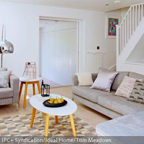 Dieses Wohnzimmer Mit Retro Feeling Erhlt Seinen Look Durch Das Typische Graue Sofa Im Skandinavischen
