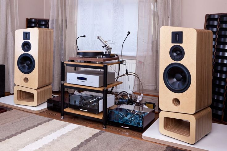 EGG-SHELL valve amplifiers with Avcon Avalanche speakers