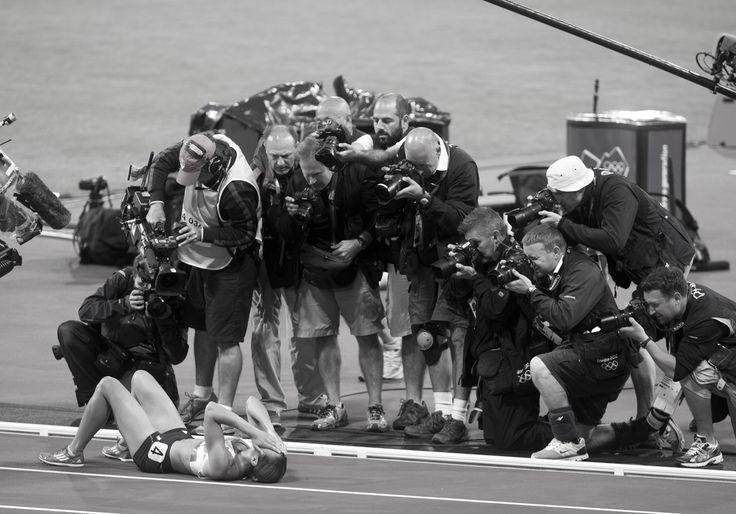Jessica Ennis collapses at Finish Line after winning Heptathalon. London 2012 / Olympics: David Burnett   Photographer