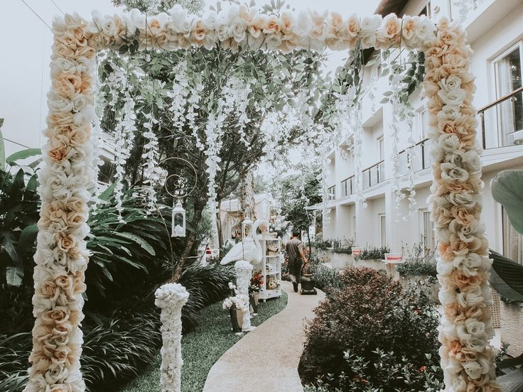 Outdoor wedding party is one of the popular things